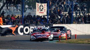 Rossi mantiene a raya a Ardusso en la primera chicana.