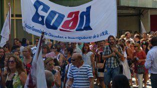 Los docentes de la UNR exigen que se realice una urgente reapertura de paritarias