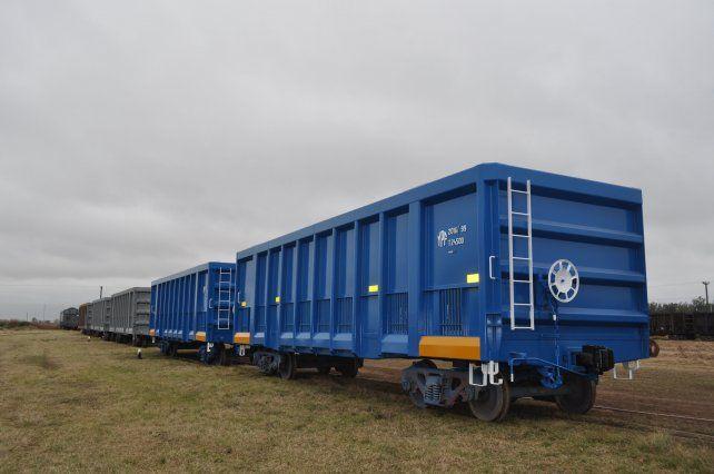 A punto. Los vagones para transportar coque que encargó YPF están terminados y listos para la entrega.