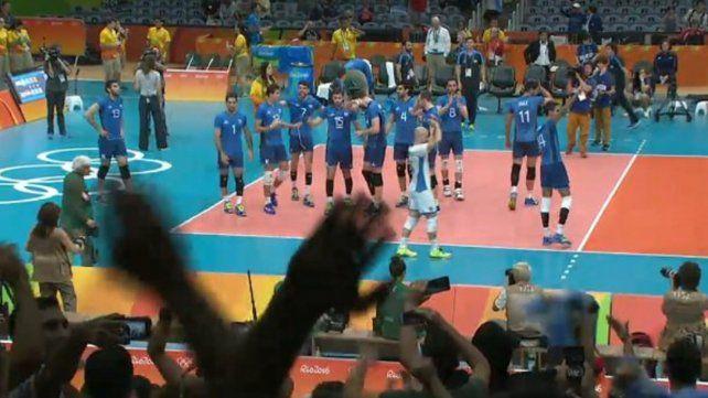 El equipo de vóley venció a Egipto y hace historia al clasificar primero en su grupo