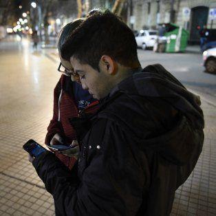 Los peatones argentinos no respetan las normas de tránsito, menos cuando juega Pokémon Go.