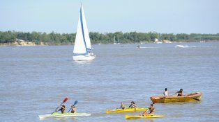 La embarcación se dio vuelta en el río Paraná cerca del mediodía.