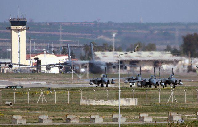 Poder aéreo. Una escuadrilla de cazas F-15 se alista para despegar en Incirlik