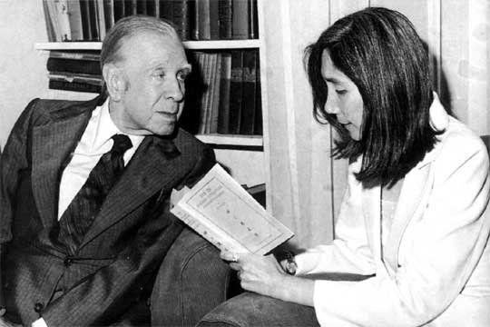 Borges y Kodama. Adoraba los cuentos que yo escribía y quería prologarlos