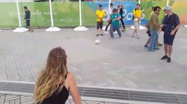El terrible pelotazo que sufrió la notera Nati Jota durante su cobertura en Río 2016