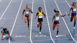Una caída que vale oro: Miller, de Bahamas, ganó los 400 metros en un final increíble