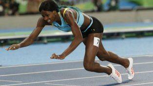 La bahamesa dio rienda suelta a su alegría cuando aparecieron los tiempos oficiales en la pantalla gigante.