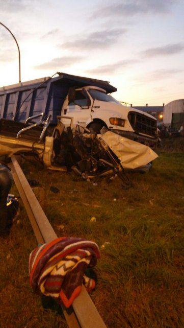 Hierros retorcidos. Así quedó la camioneta que participó en el impacto fatal.