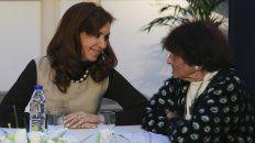 Fernández de Kirchner con Taty Almeida, en la reunión que mantuvo hoy con referentes de Madres de Plaza de Mayo Línea Fundadora.