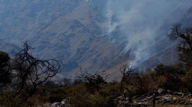 La policía detuvo le lunes a un hombre de 73 años sospechado de haber iniciado un incendio en la localidad de La Paz