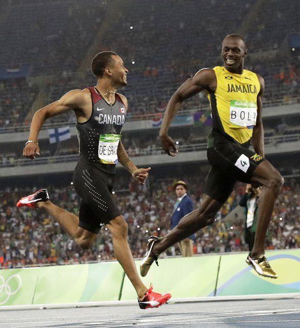 Bolt y De Grasse llegan a pura sonrisa a la meta.