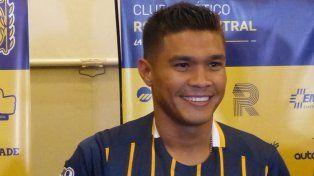 Sonriente. Teófilo Gutiérrez se puso ayer por primera vez la camiseta auriazul en el hotel Holiday Inn.