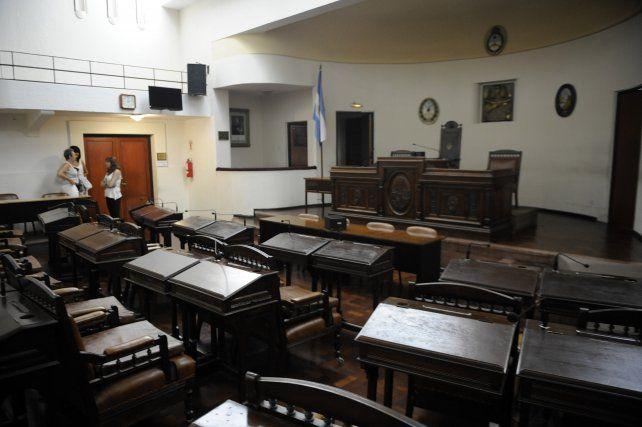 bancas. El debate sobre los mandatos en el Palacio Vasallo toma cuerpo.