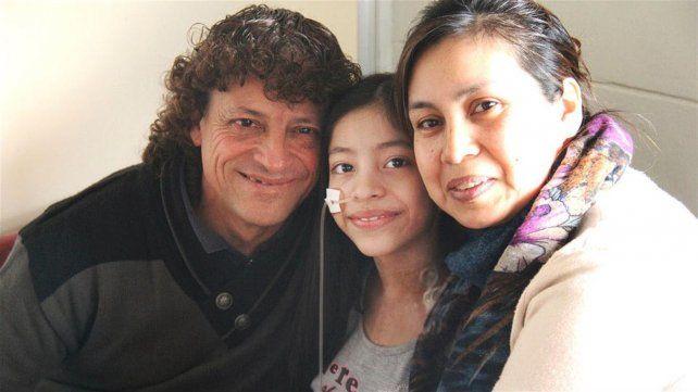 Alegría. Marianella entre sus padres