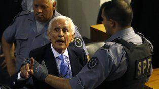 Amenazante. El ex jefe policial interpela a asistentes de una comparencia judicial el 24 de octubre de 2014.