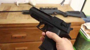 La Fiscalía investiga las circunstancias en que el amigo de la chica efectuó el disparo.