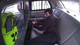 Escapó de la policía tras salir despedido a través de un vidrio del patrullero luego de un violento choque