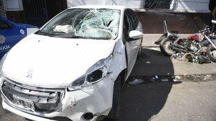 El vehículo que manejaba el ex jugador de Colón y la moto en que iba la víctima fatal.