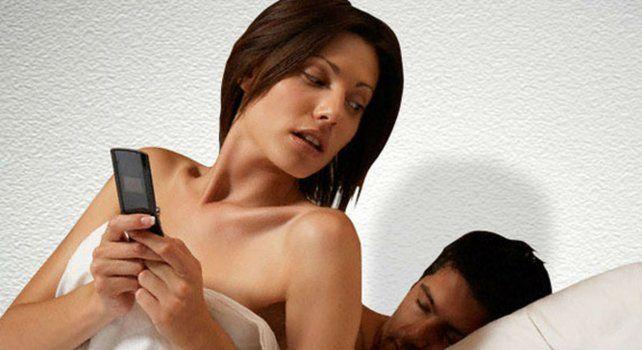 Las aventuras amorosas sirven como método para asegurar un compañero sentimental que pueda convertirse en una opción segura en el futuro