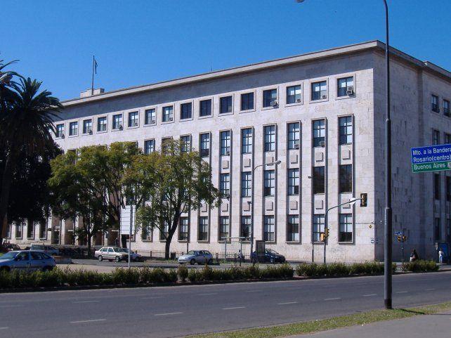 Frente del edificio de Tribunales provinciales.