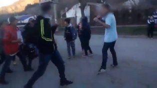 Dos alumnos se pelearon a la salida del colegio y uno sacó un cuchillo para agredir al otro