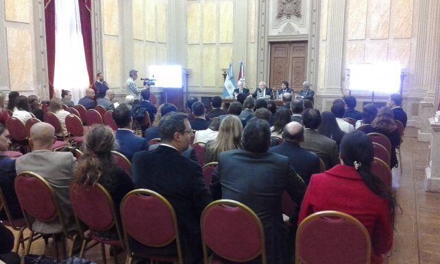 Lifschitz encabeza la reunión con ministros y 65 fiscales de la región.