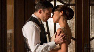 Miguel Silvestre y Paula Echevarría. La miniserie es una historia de amor ambientada en la España de 1958.