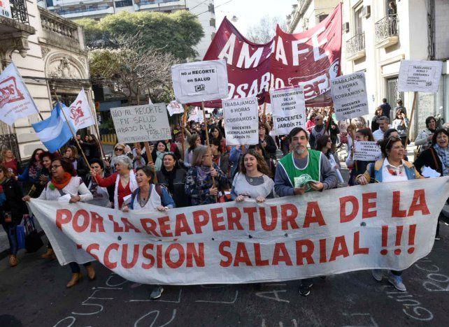 Los docentes marcharon por el centro rosarino.
