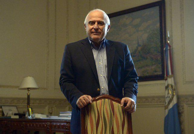 El gobernador provincial Miguel Lifschitz le recomendó al Poder Judicial y Legislativo que no se enojen cuando reciben críticas.