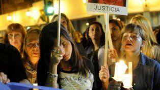 Sin consuelo. Los familiares de las víctimas exigen justicia por la explosión en Salta 2141.
