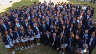 La delegación argentina en la foto grupal con el presidente.
