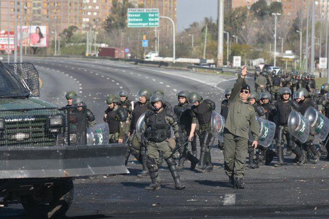 operativo. La Gendarmería dispersó la manifestación con carros hidrantes y gases lacrimógenos.
