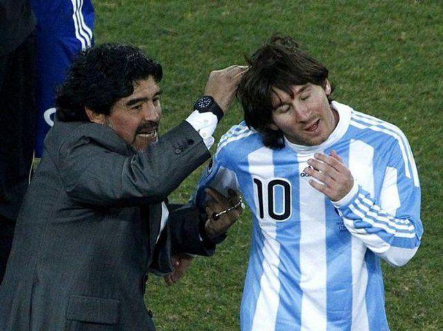Mejores días. Maradona cuando estuvo a cargo del seleccionado y dirigió a Messi.
