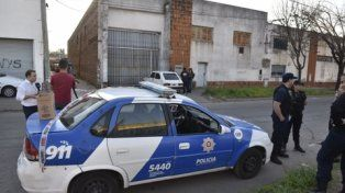 vigilador. El policía baleado custodiaba una distribuidora de alimentos.