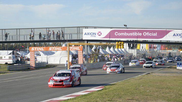El Súper TC 2000 durante su presentación en el autódromo Juan Manuel Fangio de Rosario.