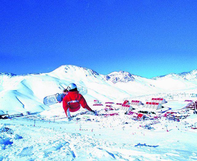 Volar en la nieve y gozar del paisaje.