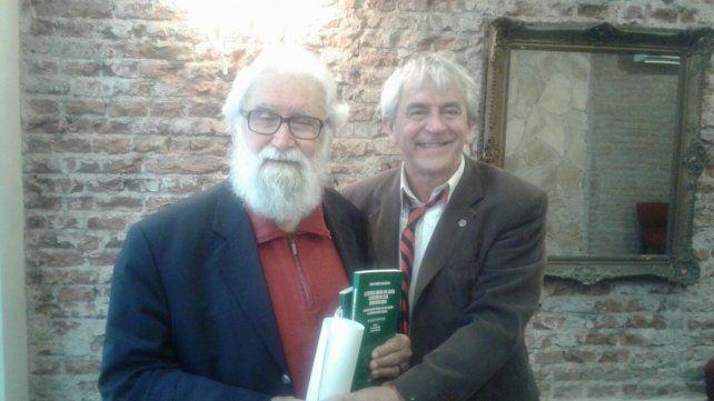 Leonardo Boff y el director de la cátedra de la UNR