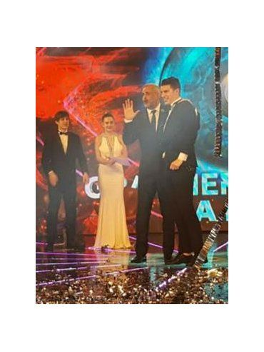 Ivana, Mauricio, Leandro y Yasmila observan el abrazo de Jorge Rial con Luifa Galesio, en el último programa.