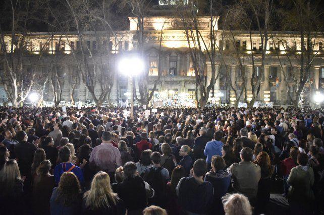 Buscando respuestas. Una multitud marchó hasta la sede de Gobernación exigiendo seguridad.
