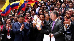 Informe. El presidente colombiano entrega en el Congreso los documentos del acuerdo finales de paz con la guerrilla.