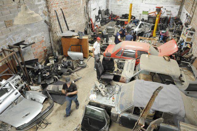Bajo la lupa. Los desarmaderos y talleres mecánicos deberán reempadronarse en la Municipalidad.