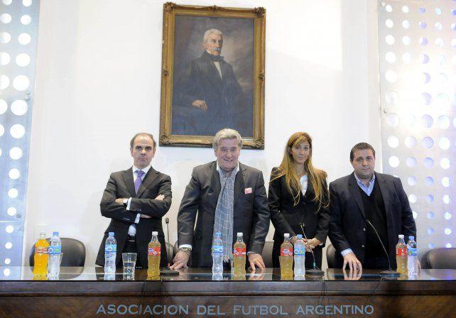 Comisión Normalizadora. La AFA quedó acéfala en lo dirigencial y desde la Fifa y la Conmebol enviaron a cuatro encargados de encauzar al fútbol argentino. El elegido fue Armando Pérez