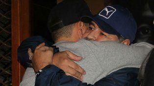 Se conocieron las fotos del primer encuentro de Maradona con su hijo Diego Jr.