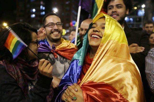 Respaldo. Los colombianos celebraron el fin de las negociaciones en Cuba.