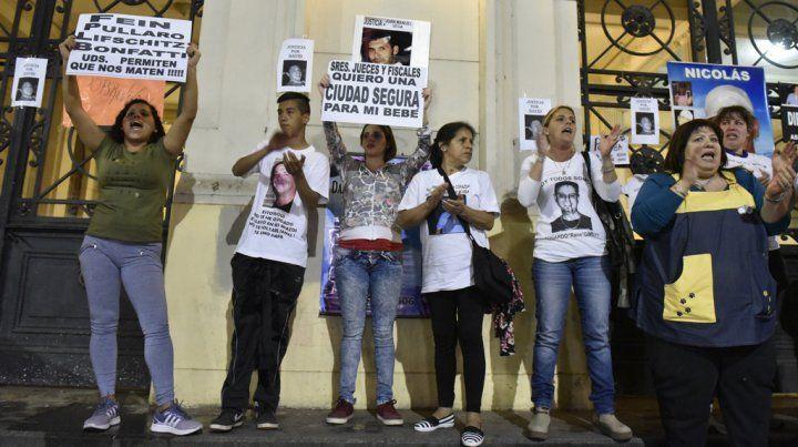 Familiares de víctimas de la inseguridad se manifestaron el jueves pasado en la sede de Gobernación.