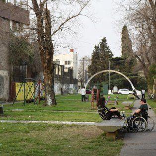 Con temores. La plaza Vigil, un lugar emblemático del barrio.