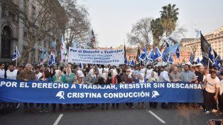 Contundencia. La marcha arrancó ayer en Plaza de Mayo a las 17 y terminará hoy a la misma hora. Habrá discursos.