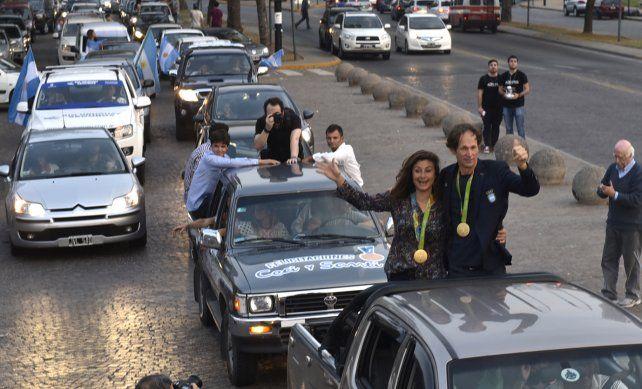 Con honores. Cecilia Carranza Saroli y Santiago Lange recorrieron la ciudad.