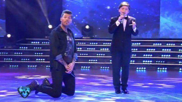 Tnelli y el joven talento. Fue uno de los momentos más emotivos del programa de anoche.