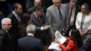 Sospechados. Parlamentarios debaten el proceso de destitución contra la suspendida mandataria brasileña.
